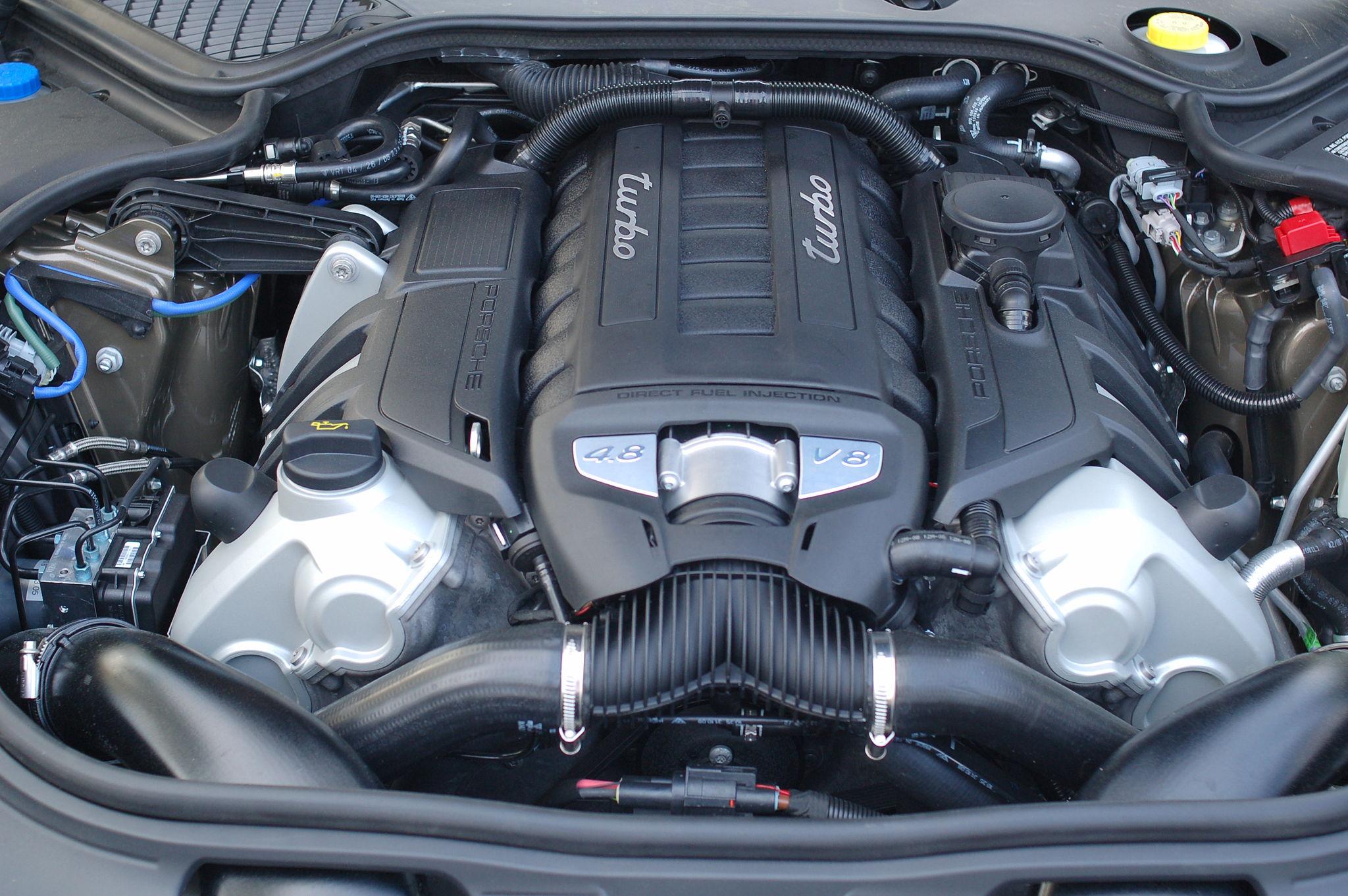 2048px-Porsche_Panamera_Engine