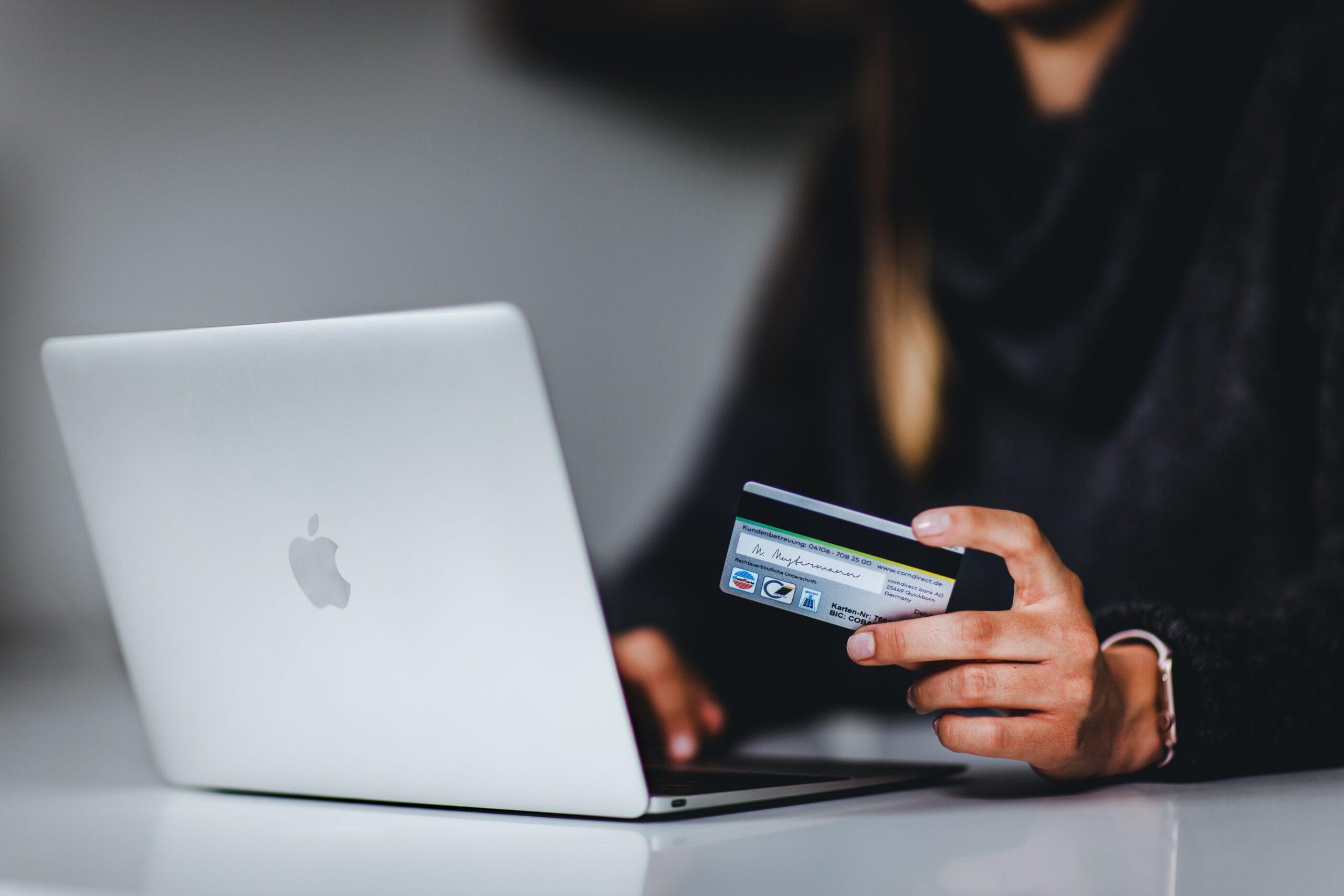 Online-Banking: Corona sorgt für kräftigen Schub - und wirkt auf die Versicherungswirtschaft aus