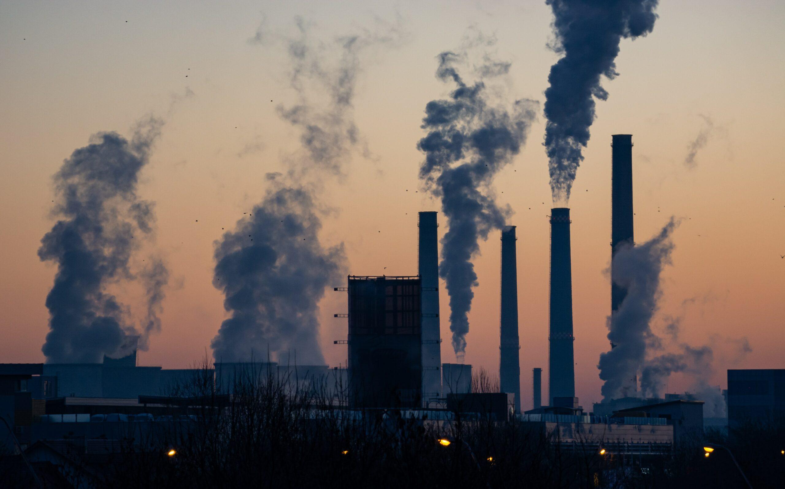 """Der Reduzierung von C02 kommt bei der Erreichung von Klimaneutralität eine unverzichtbare Rolle zu. Damit Unternehmen ihre CO2-Emissionen langfristig reduzieren können, hat Qlik gemeinsam mit Inphinity das """"Carbon Footprint Simulation Tool"""" entwickelt."""