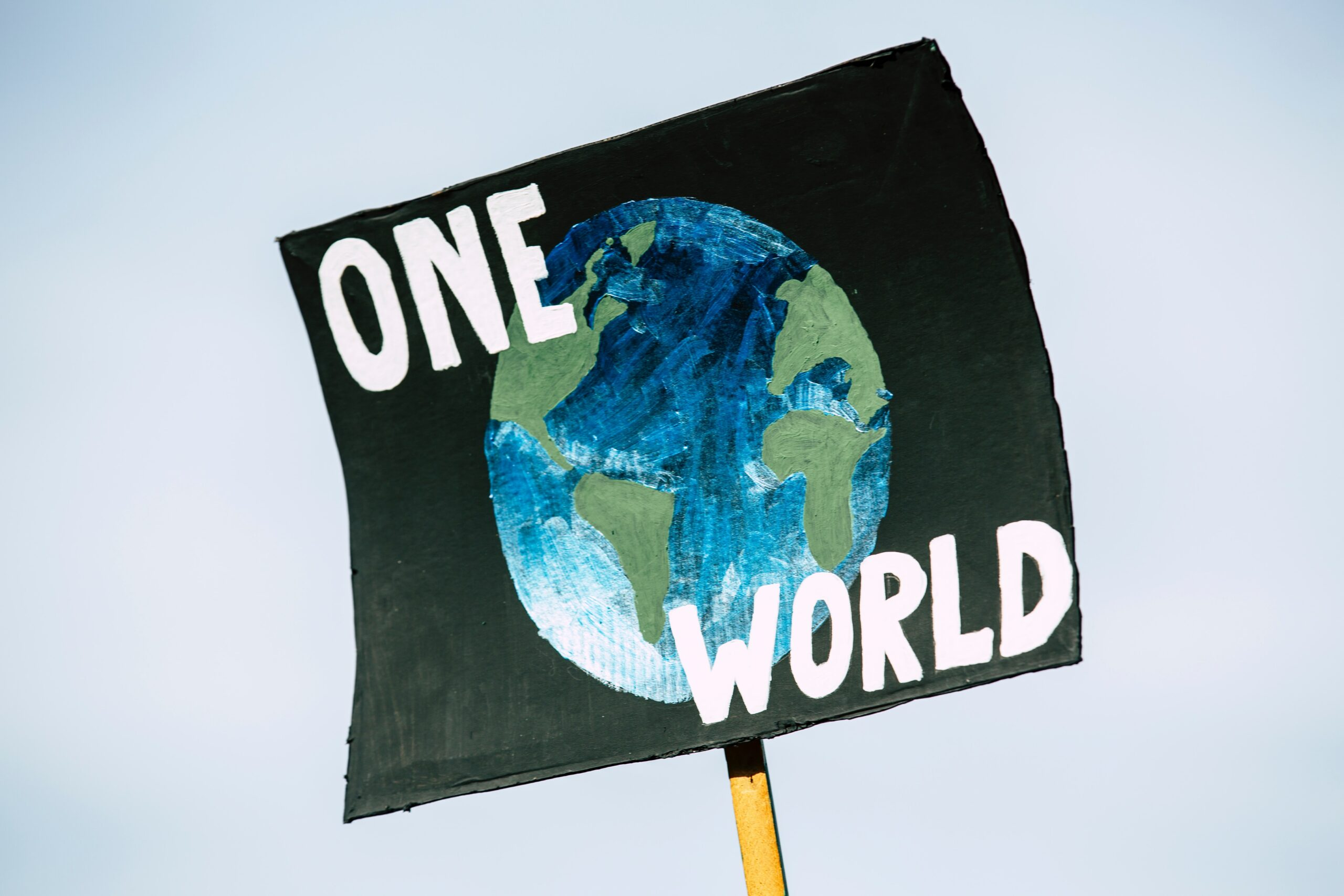 In seinem jüngsten Sachstandsbericht hat der Weltklimarat IPCC die Unaufschiebbarkeit von globalen Klimaschutzmaßnahmen konkretisiert. Immer mehr führende Wirtschaftsnationen haben angekündigt, ihre Klimaziele zu verschärfen. Experten erwarten daher, dass die Nachfrage nach klimafreundlichen Produkten steigt. Davon können deutsche Hersteller profitieren.